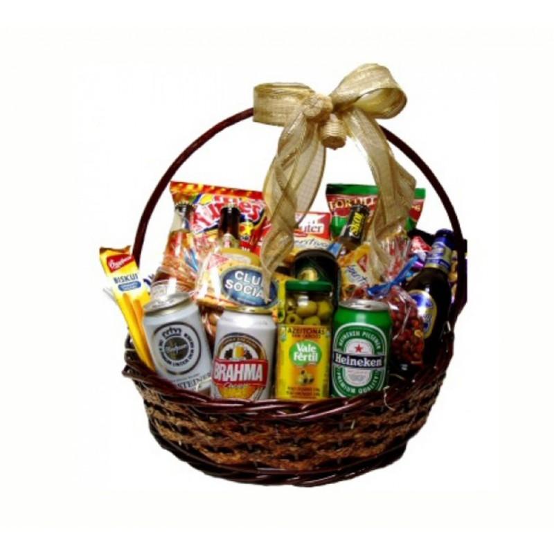cesta_cervejas-rosas_flores_bebidas Achados : Dicas para presentes dos dias dos namorados