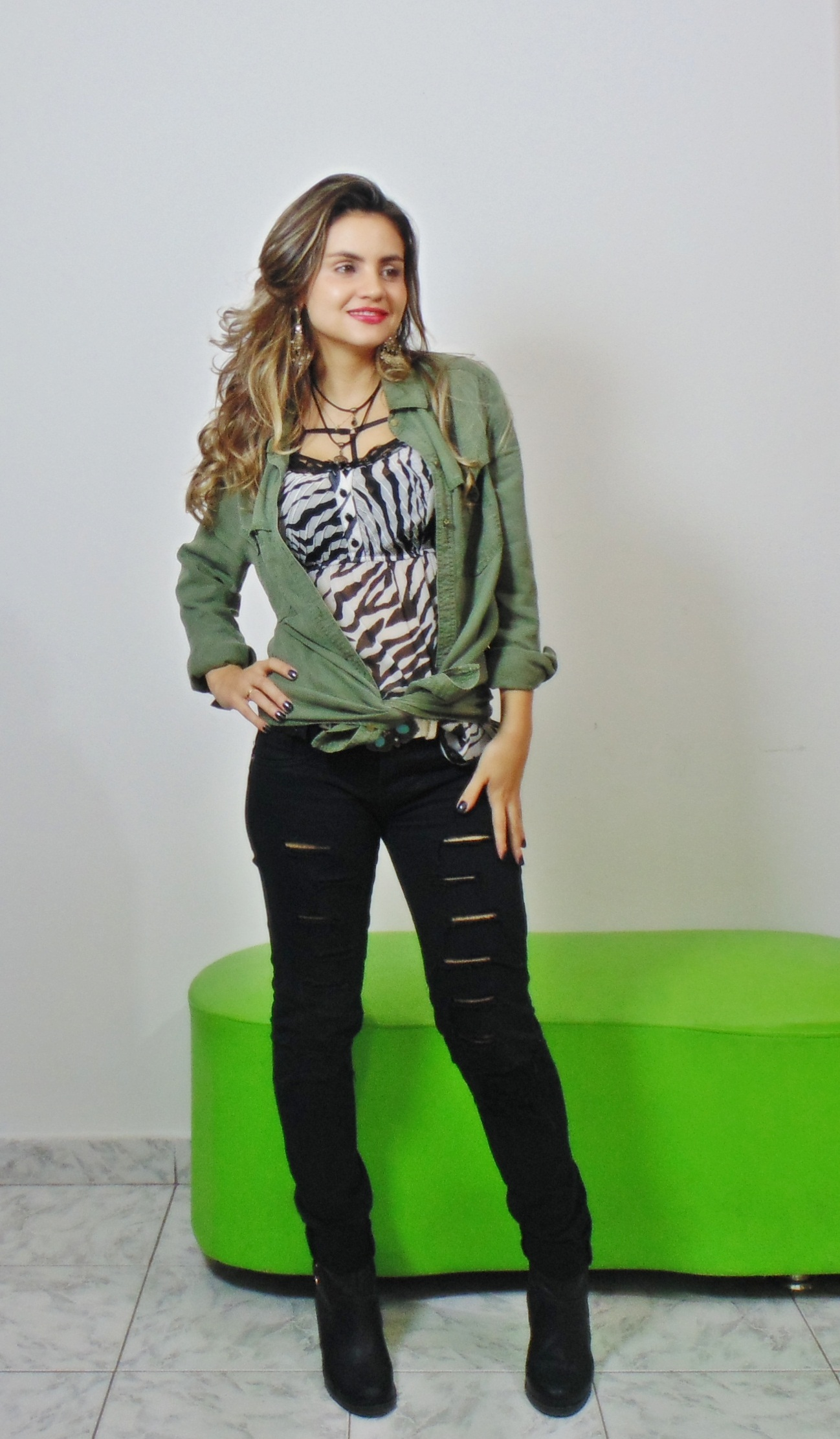 DSC02852 Look da Ká:  Camisa Militar + Jeans Destroyed