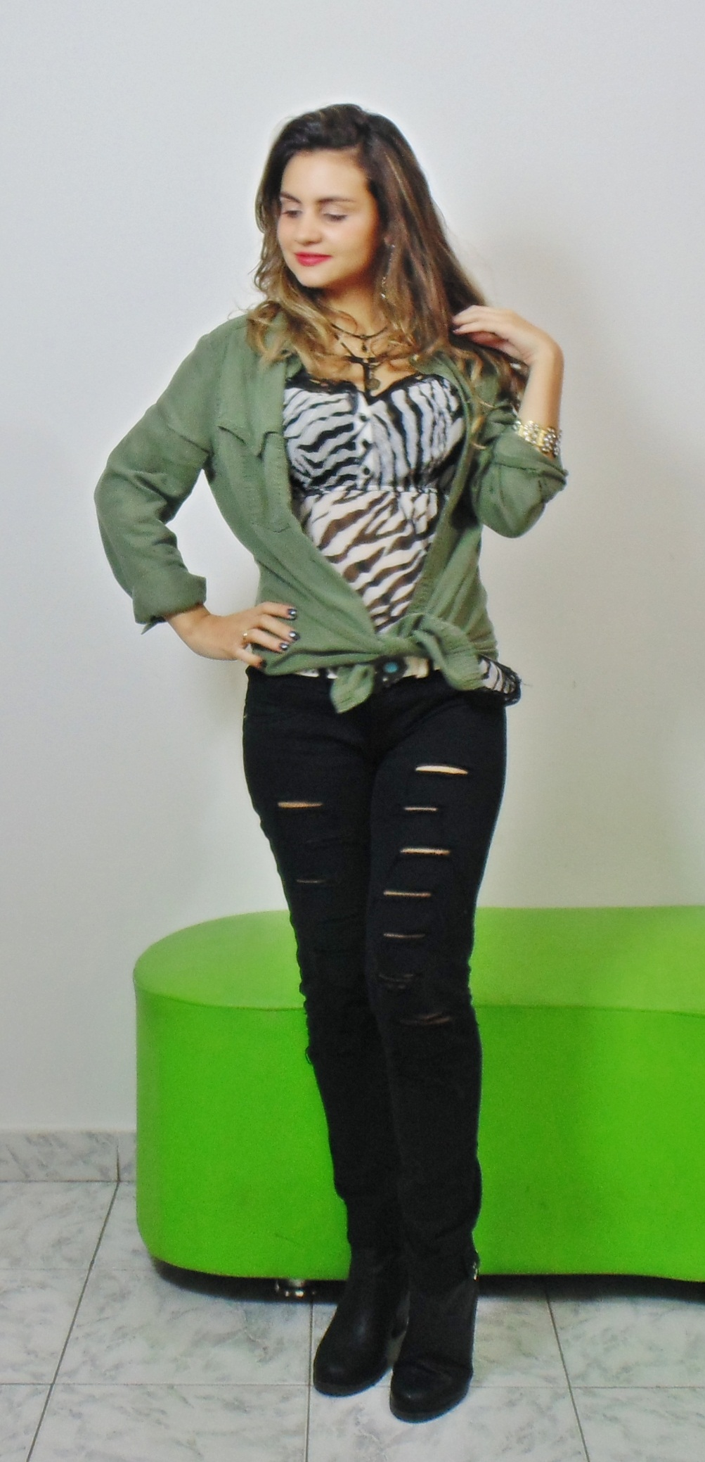 DSC02859 Look da Ká:  Camisa Militar + Jeans Destroyed