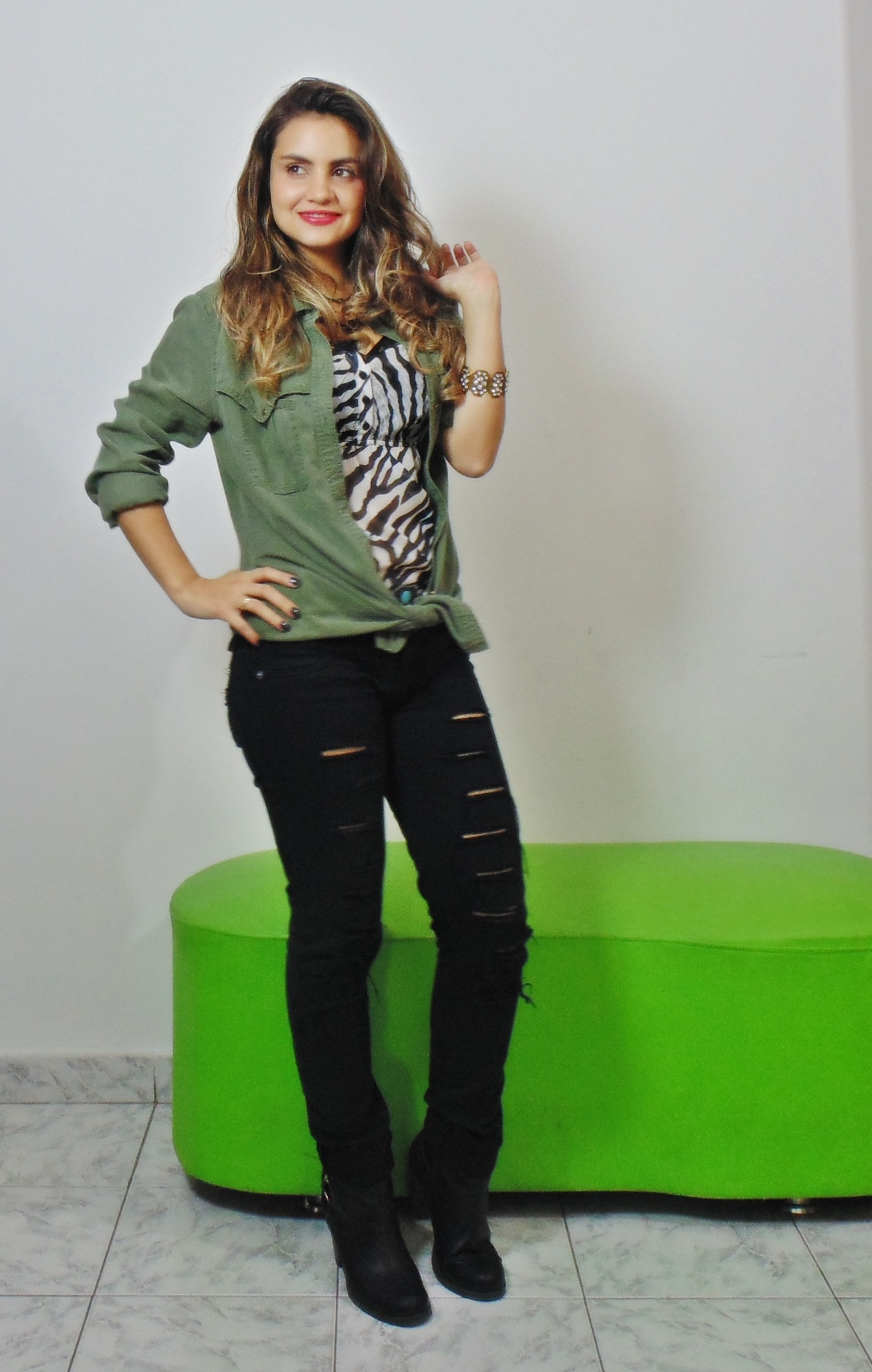 DSC02862 Look da Ká:  Camisa Militar + Jeans Destroyed