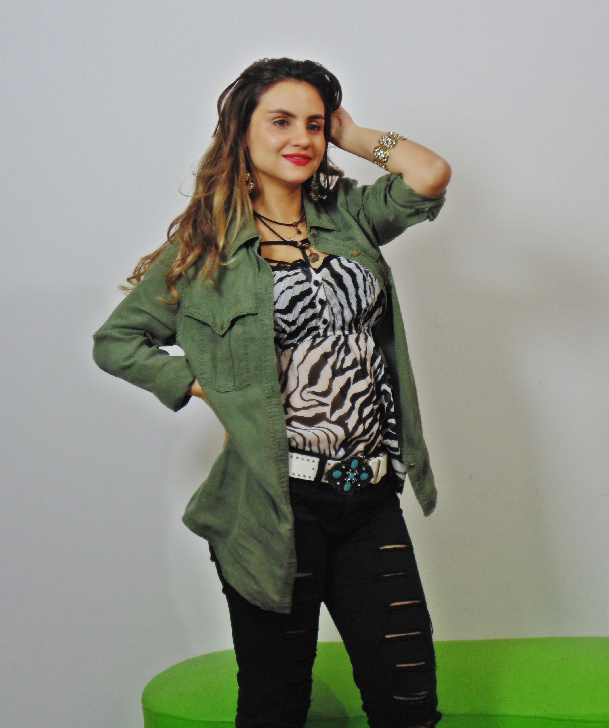 DSC02863 Look da Ká:  Camisa Militar + Jeans Destroyed