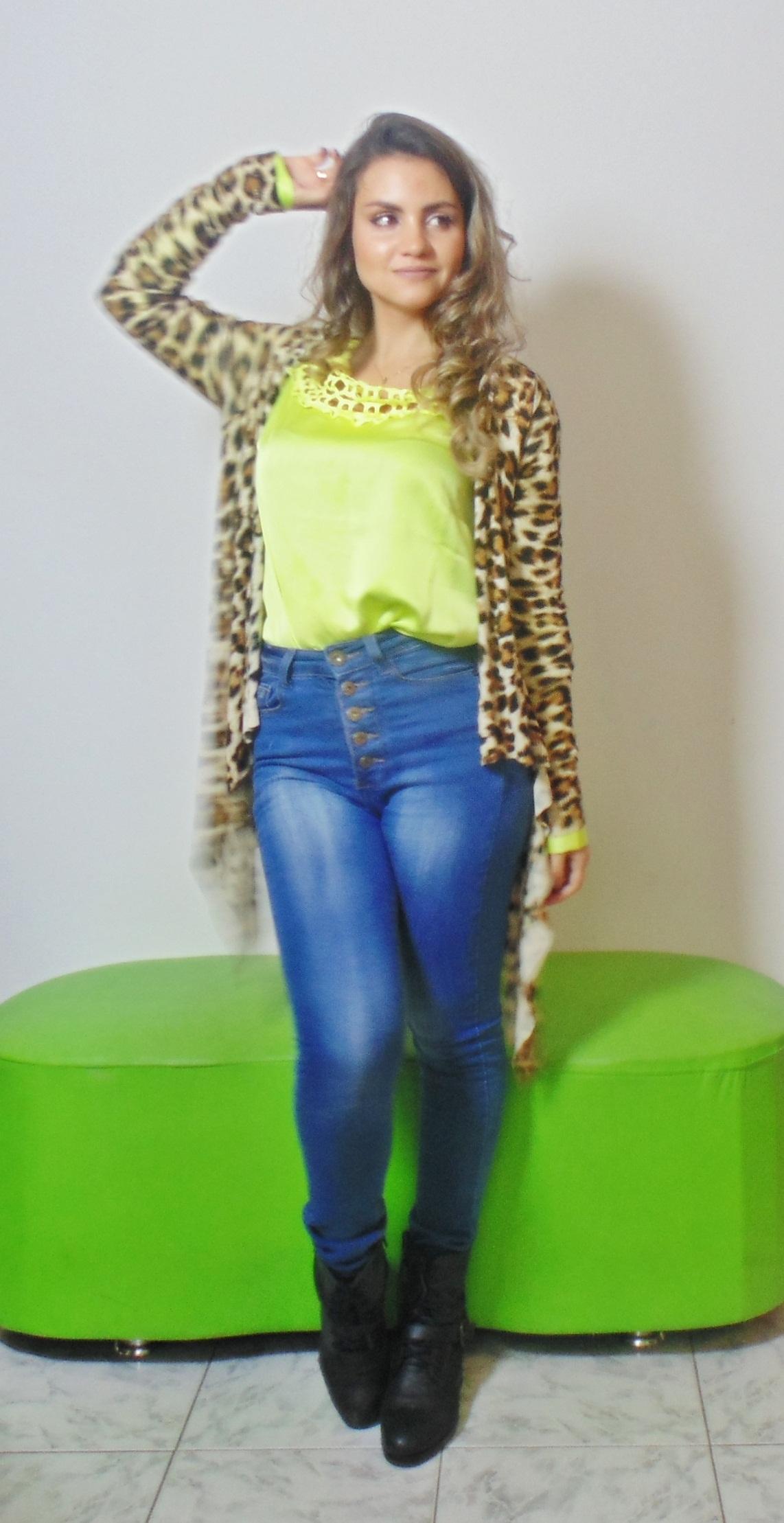 DSC02918 Look da Ka: Neon + Jeans cintura alta +  Cardigan de onça