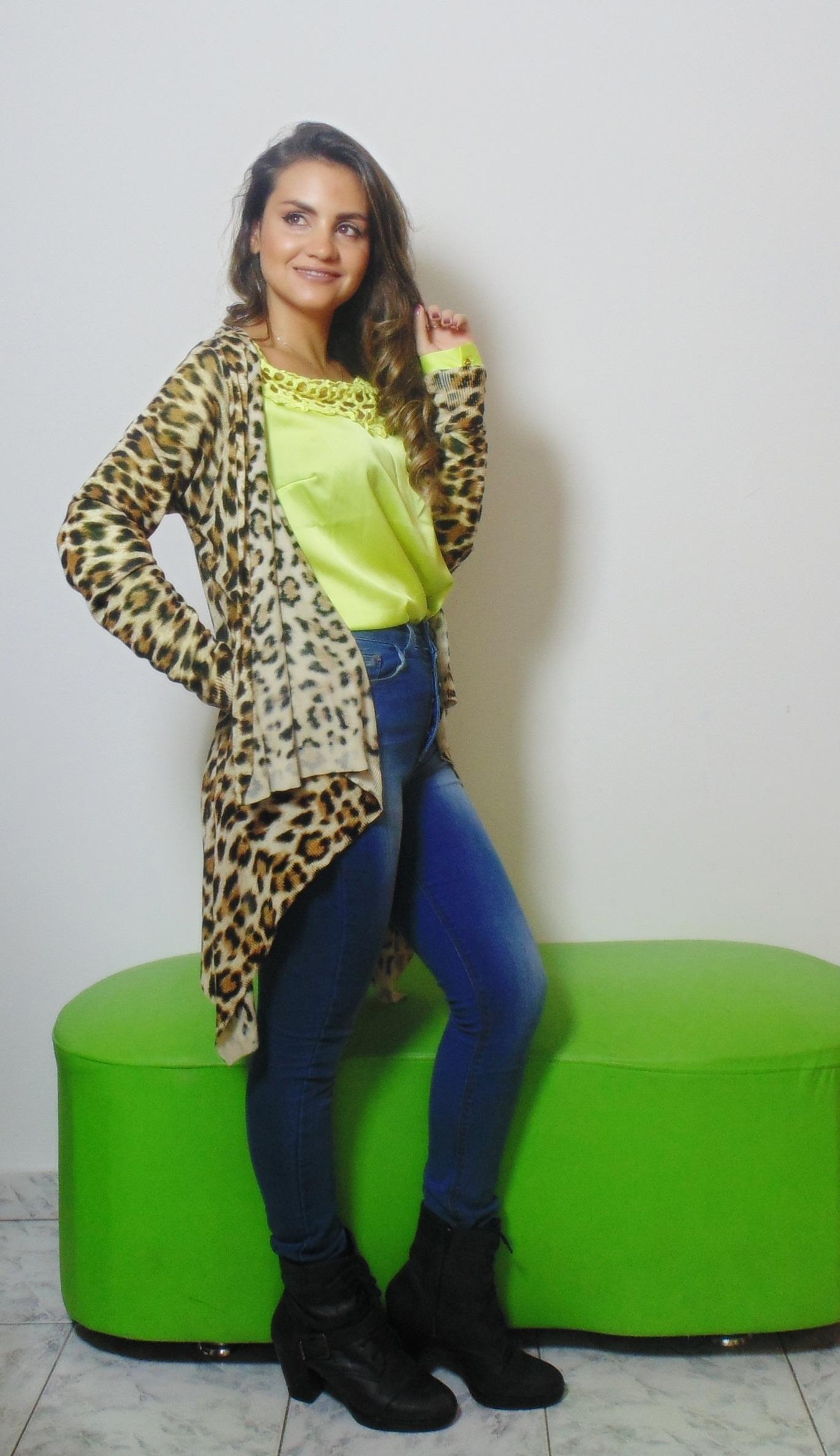 DSC02920 Look da Ka: Neon + Jeans cintura alta +  Cardigan de onça