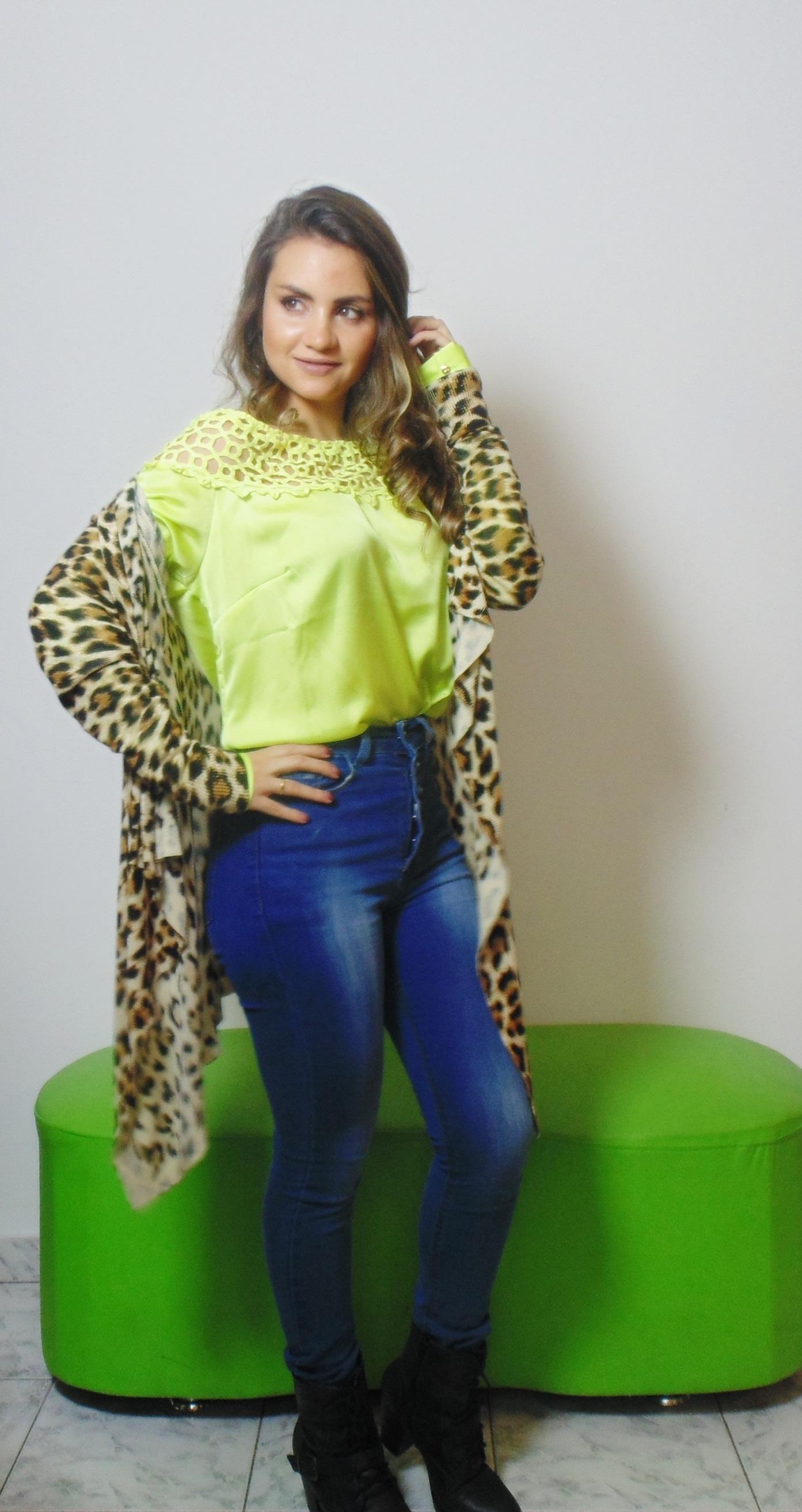 DSC02921 Look da Ka: Neon + Jeans cintura alta +  Cardigan de onça