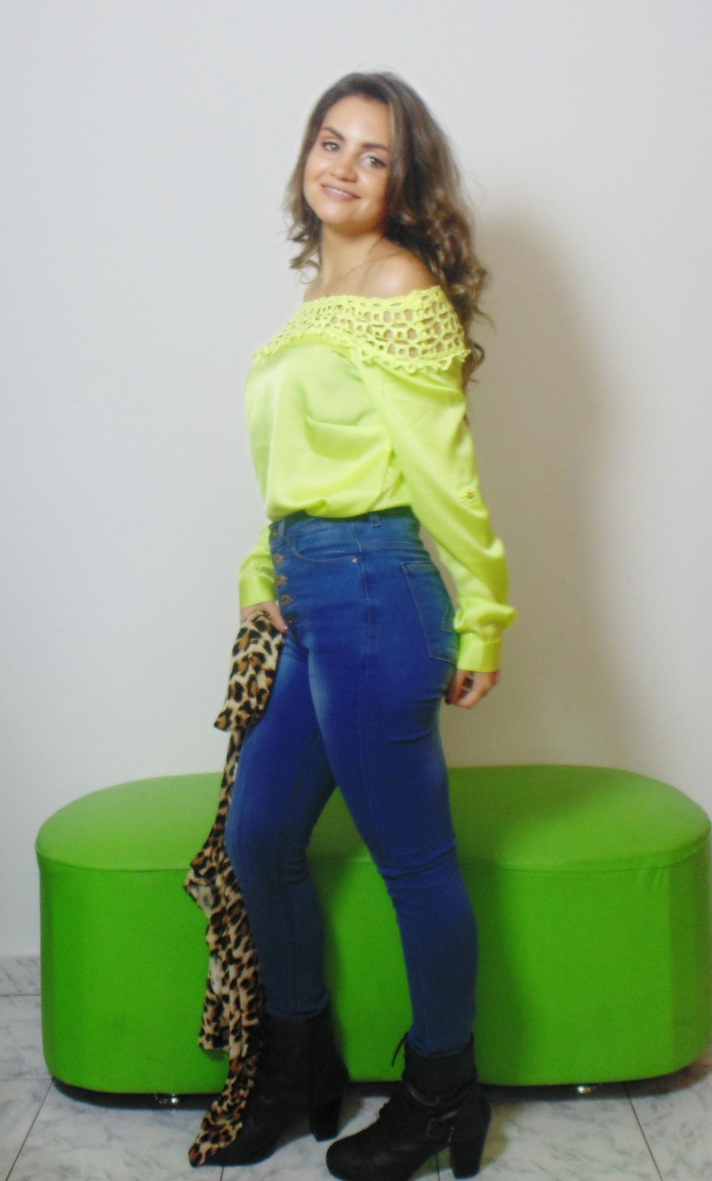 DSC02925 Look da Ka: Neon + Jeans cintura alta +  Cardigan de onça