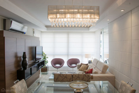 47-salas-de-estar-pequenas-projetadas-por-profissionais-de-casapro Missão quem casa quer casa 10: Inspiração decor usando pendentes e lustres