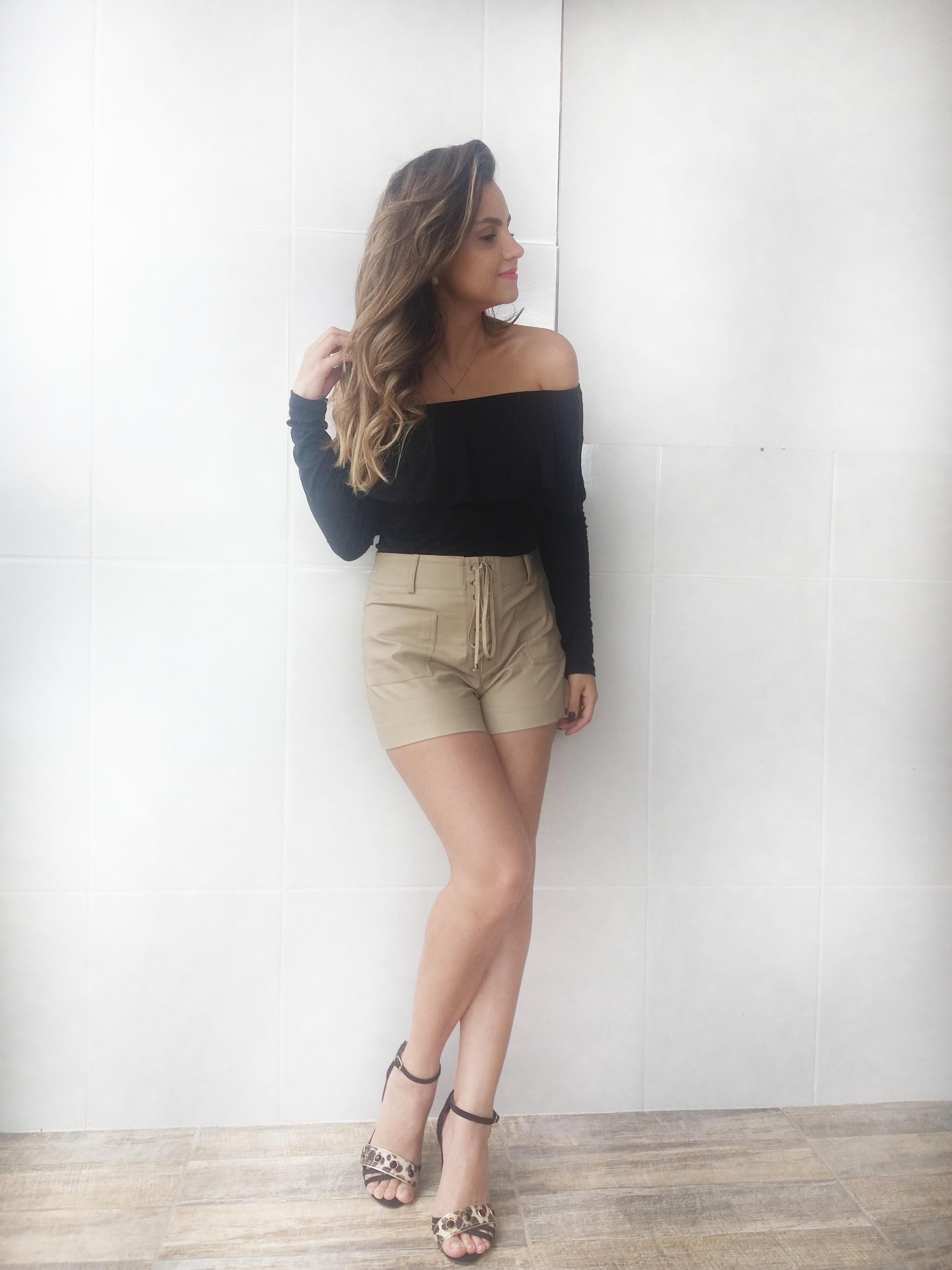 20170226_150151-01 Look da Ka: Bem feminino com babado + couro + onça