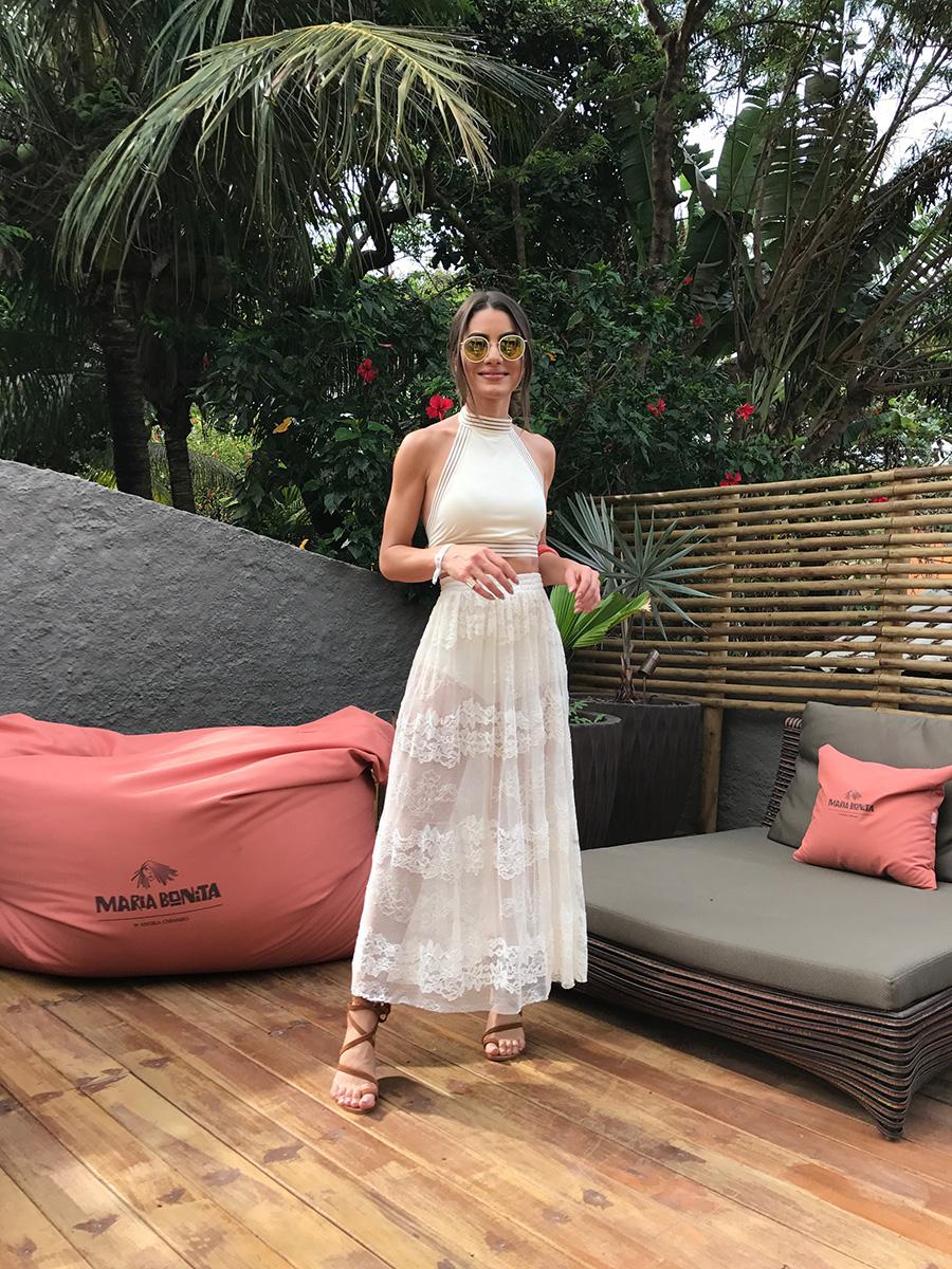 Look-Verao-Branco-e-transparencia-camila-coelho4 Moda de rua: 2 trend favoritas da it girls - Transparência e Veludo